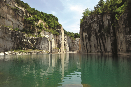 (Spring) Pocheon Art Valley + Strawberry Picking + Pyunggang Land (EG Tour Bus H Course)